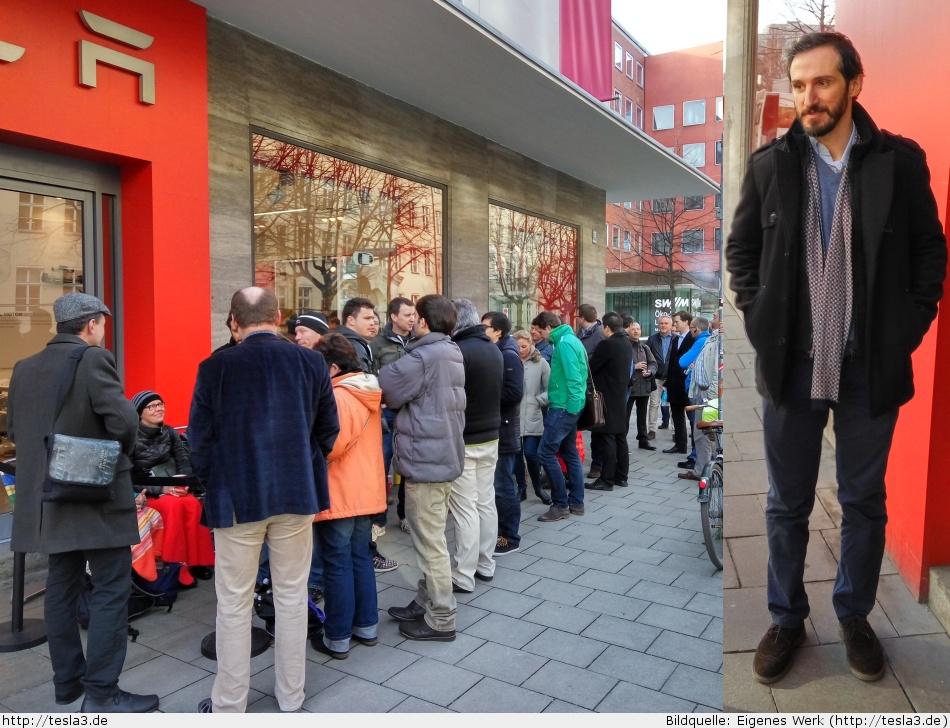 Schlange vor dem Münchner Tesla Store vor dem Model 3 Launch Event