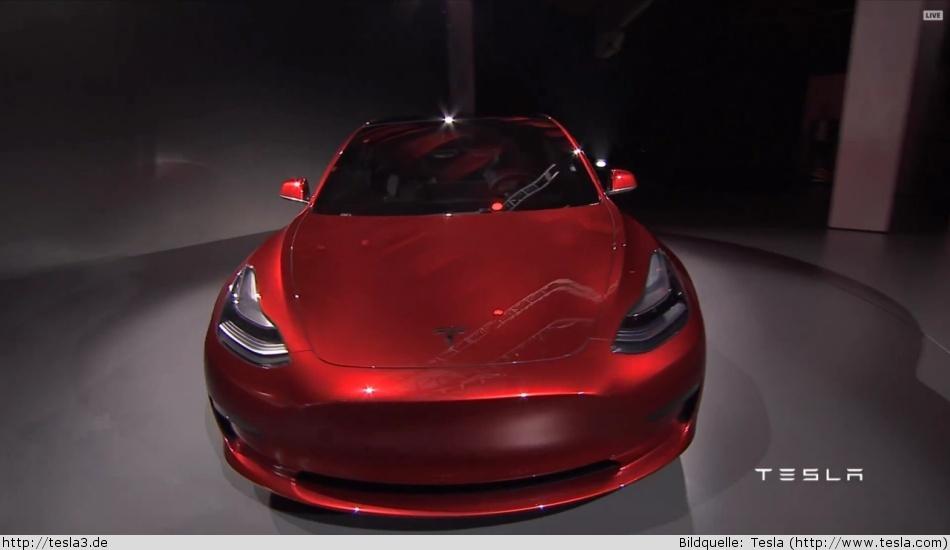 Tesla Model 3 Vorderansicht in roter Farbe